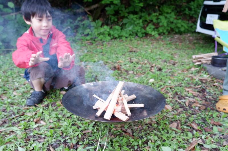 焚き火のキャンプスタイル